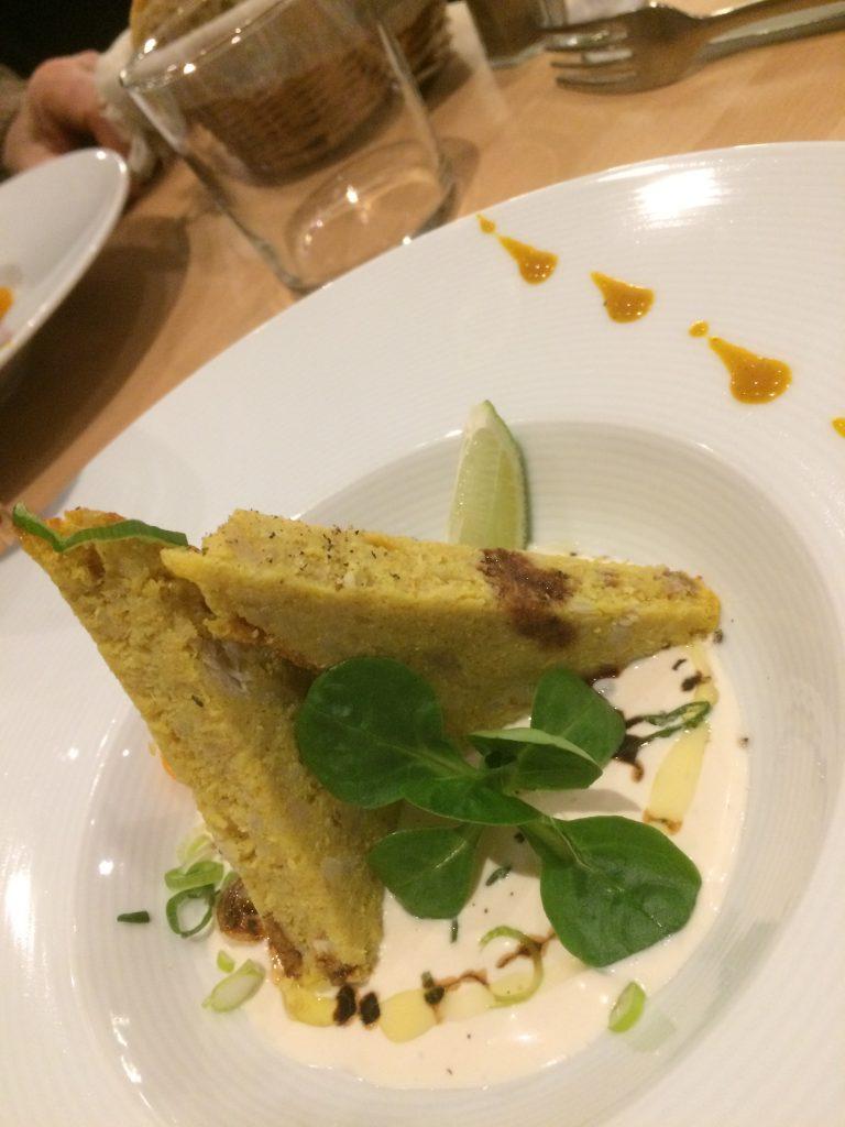 Pain de poisson au crabe curcuma et citron confit, crème acidulée au vinaigre de framboise